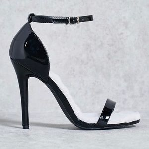 CLEARANCE// black fur insole lining heels